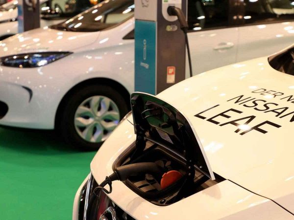 ข้อดีและข้อเสียของรถยนต์ไฟฟ้า (EV)