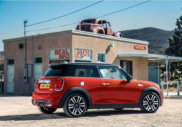 2021 Mini Cooper: รถยนต์ที่ดีที่สุดภายใต้ $25,000 ปี 2021