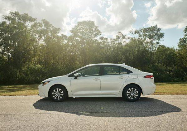 2021 Toyota Corolla Hybrid: รถยนต์ที่ดีที่สุดภายใต้ $25,000 ปี 2021