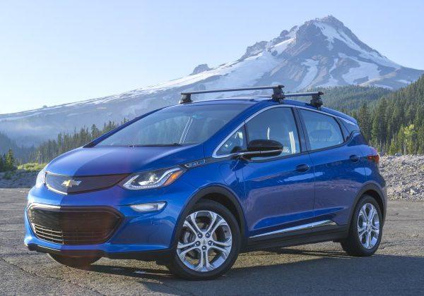 2020 Chevrolet Bolt : รถยนต์ที่ดีที่สุดที่จะเปรียบเทียบกับ Mini Cooper 2021