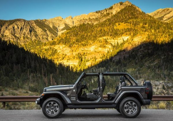 2021 Jeep Wrangler : รถที่ดีที่สุดสำหรับสุนัขในปี 2021