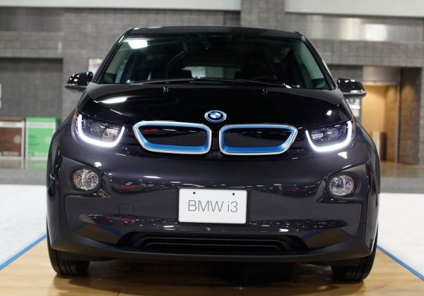 2015 BMW i3 : รถยนต์ BMW มือสองที่ดีที่สุดในปี 2021