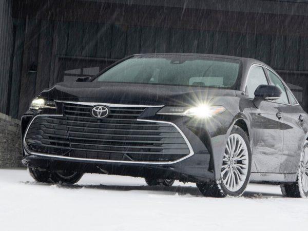 รถซีดานอีกคันที่ถูกสังหาร: Toyota Avalon ถูกฝังหลังปี 2022