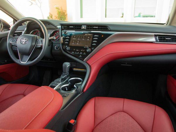 2020 Toyota Camry : การตกแต่งภายในรถที่มีสีสันที่สุด