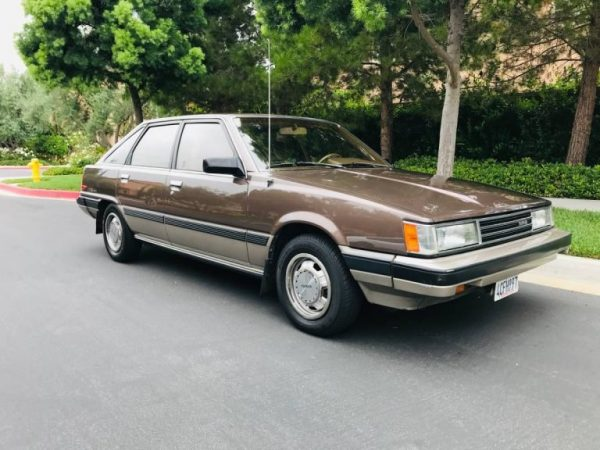 รถหายาก: รถยกห้าประตู Toyota Camry ปี 1986 สีน้ำตาล Plus Brown