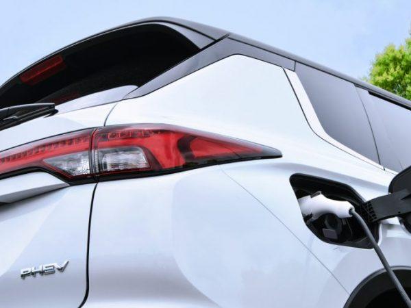 คุณสนใจไหม Mitsubishi Outlander PHEV ใหม่สำหรับปี 2022
