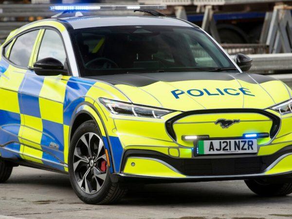 5-0 Mustang: EV Mach-E ของ Ford สามารถเข้าร่วมกองกำลังตำรวจอังกฤษได้